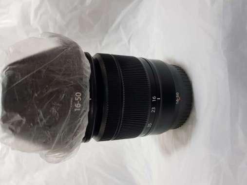 Lensa fujifilm 16 50 mm. HITAM