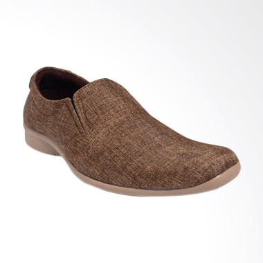 Jual Sepatu Dr Kevin Casual untuk Pria   Wanita Terbaru  dba1a5ce39