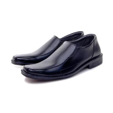 Koleksi Sepatu   Sandal Pria Branded Terbaru 2019 - Harga Murah  100 ... 4ae999b02b
