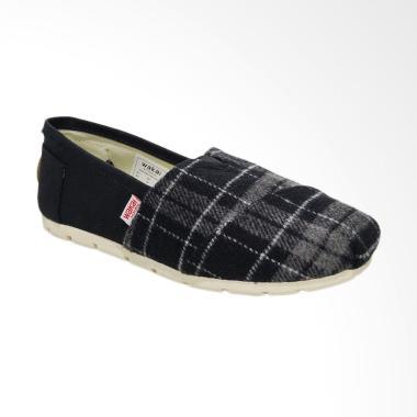 Wakai WAK-SW017BG-AKA Sepatu Unisex - Black