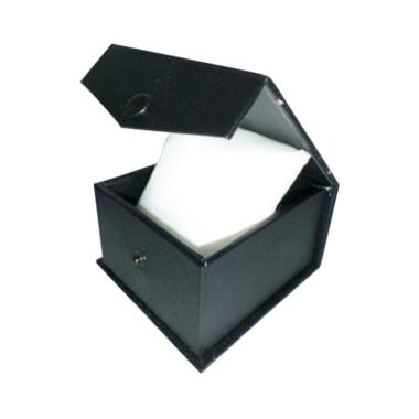 https://www.static-src.com/wcsstore/Indraprastha/images/catalog/medium//89/MTA-1249523/clovis_kotak--tempat--box-jam-tangan-hitam-model-kancing-bantal-murah_full03.jpg