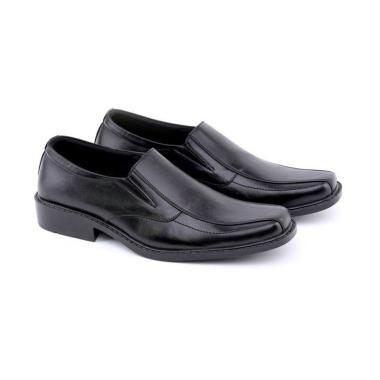 Koleksi Sepatu   Sandal Pria Branded Terbaru 2019 - Harga Murah  100 ... 875cf5639b