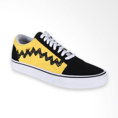 Vans Ua Old Skool Peanuts Charlie Sneaker Shoes Pria - Brown Black