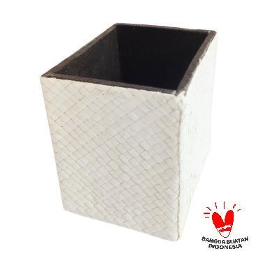 https://www.static-src.com/wcsstore/Indraprastha/images/catalog/medium//90/MTA-2551392/dakontasik_dakontasik-box-tempat-pensil-meja---putih_full02.jpg