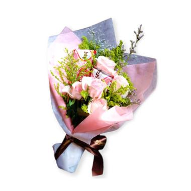 FlowerAdvisor Pinky Heart Buket Bunga Dengan Kitkat 50cf1749a8