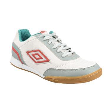 umbro_umbro-futsal-street-v-sepatu-sepakbola---white--81277u-eq7-_full02 10 List Harga Sepatu Futsal Berkualitas Terlaris tahun ini