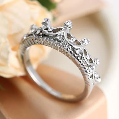 https://www.static-src.com/wcsstore/Indraprastha/images/catalog/medium//94/MTA-3377604/bluelans_bluelans-women-silver-plated-princess-queen-rhinestone-crown-ring-wedding-jewelry-gifts-us-6_full11.jpg