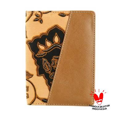 harga Bukuku Batik Premium Kembang Setaman Dompet Passport - Coklat Blibli.com