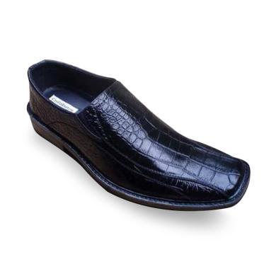 Handmade Crocodile Pantofel Kerja Sepatu Formal Pria. Rp 150.000 Rp 300.000  50% OFF. Terbaru. Kickers Formal ... d7f806958a