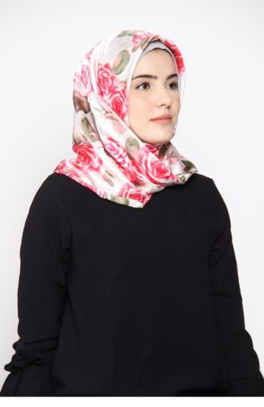 rauza-rauza_rauza-rauza-wardah-midi-square_full01 Hijab Satin Segi Empat Terbaik plus dengan Harganya untuk tahun ini