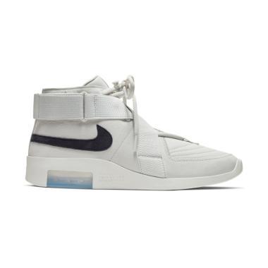 Nike White Terbaru di Kategori Olahraga Aktivitas Luar Ruang