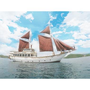 Adventnesia - Sailing Komodo with P ...  Paket Wisata [5 - 8 Pax]